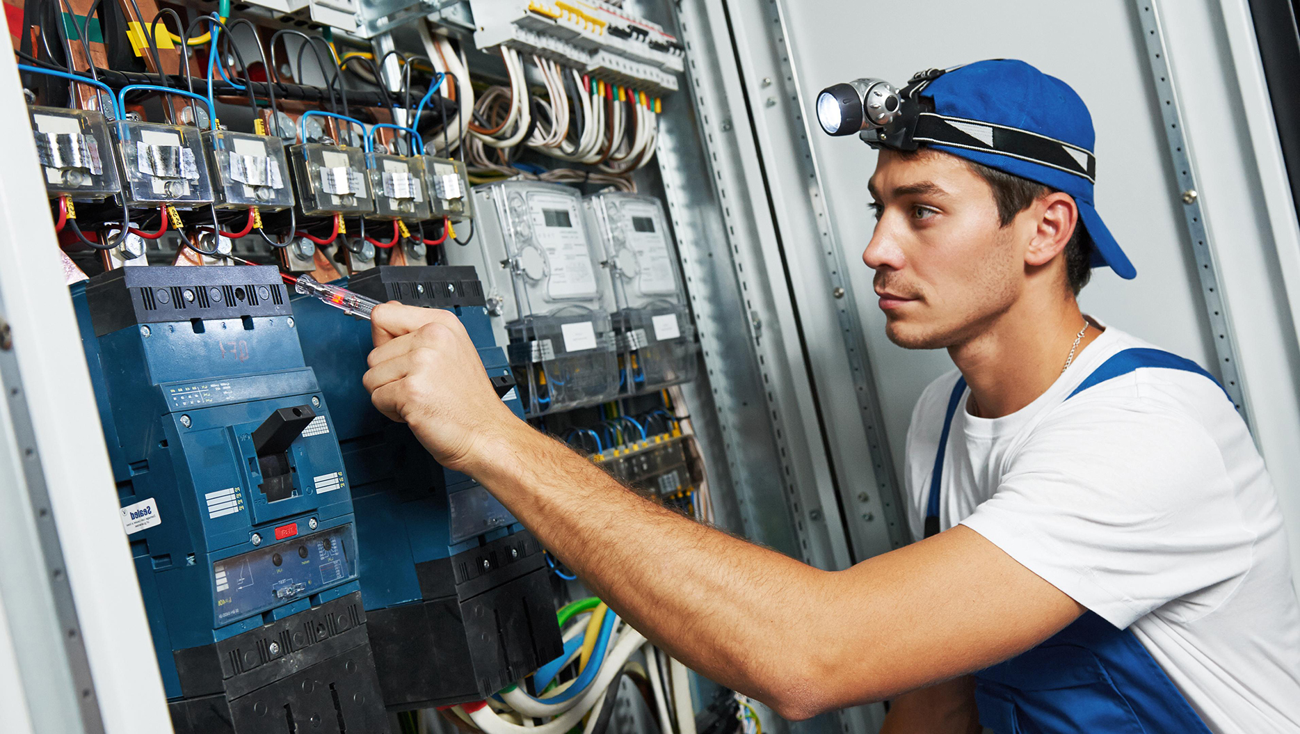 electrician description