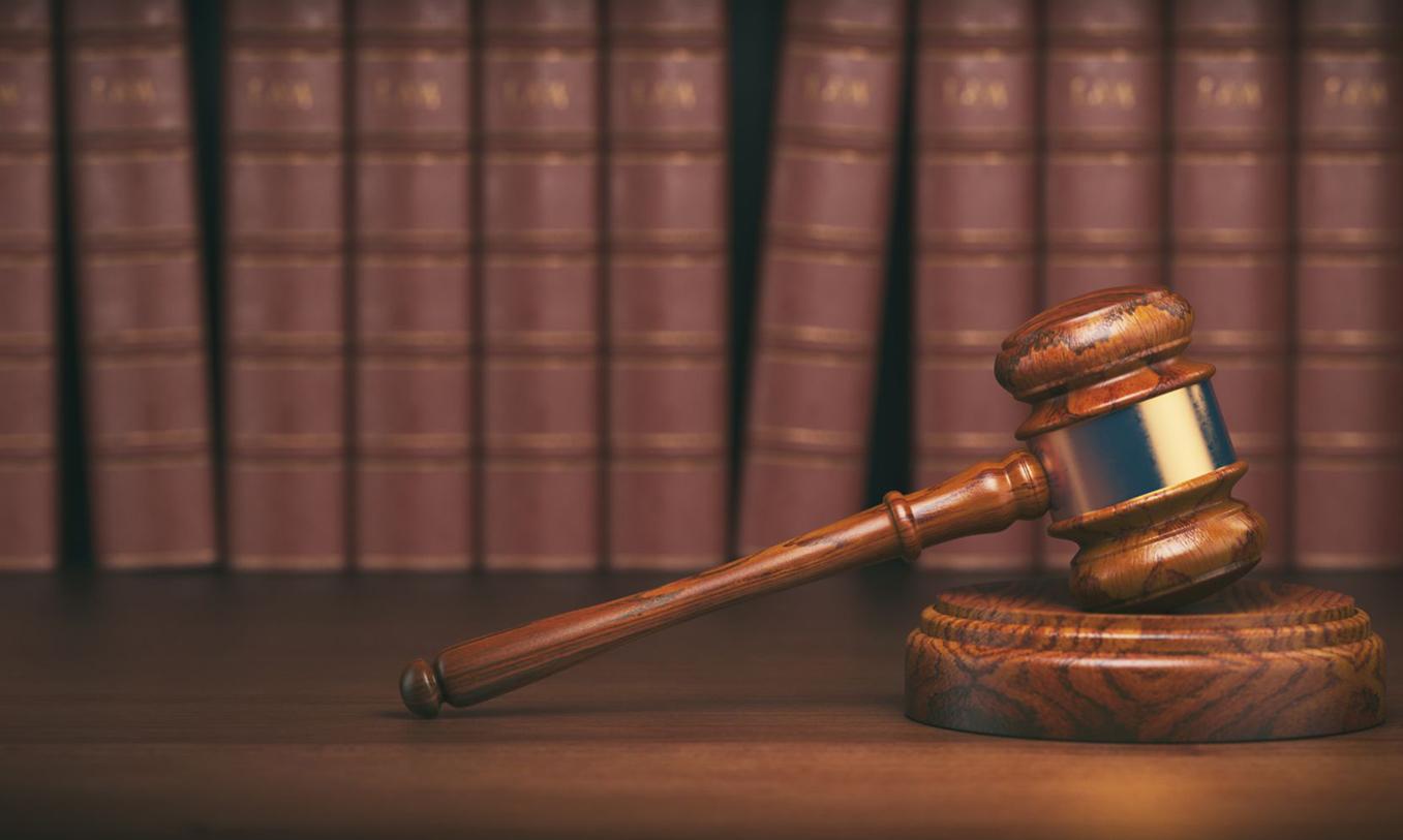 defense attorney vs prosecutor